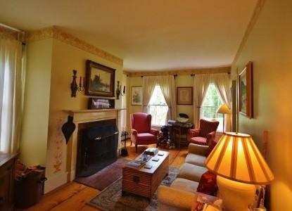 Applebutter Inn Bed & Breakfast sitting room