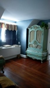 Lady Neptune Bed and Breakfast dresser