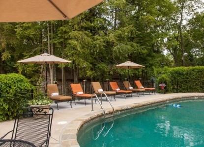 Chanticleer Inn Bed & Breakfast pool
