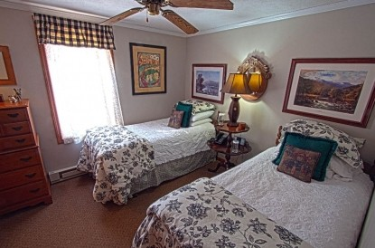 Bulldog Suite twin beds