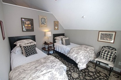 Green Mountain Suite twin beds