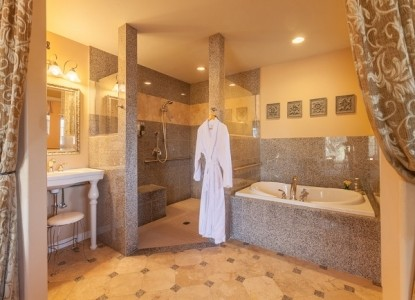 Chanticleer Vineyard Bed and Breakfast-Room 3 Bathroom