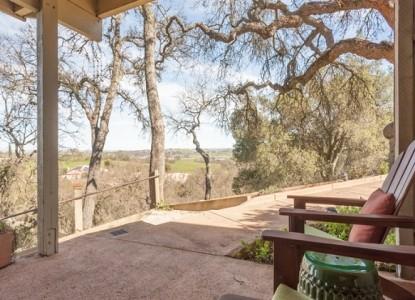 Chanticleer Vineyard Bed and Breakfast-Room 3 Outside View
