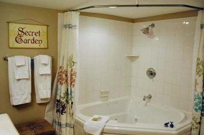 The Inn At Norwood Bed & Breakfast bathroom