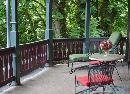 Overlook Mansion Bed & Breakfast-Patio