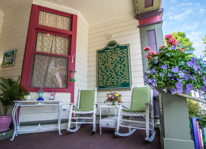 The Terrace Inn & 1911 Restaurant Porch