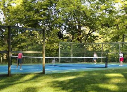 Pinecrest Cottage and Gardens, tennis courts