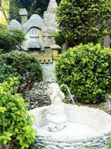 Pinecrest Cottage and Gardens, fountain