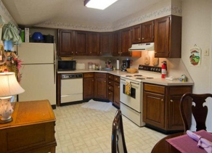 Cottage kitchen at Pinecrest Cottage and Gardens