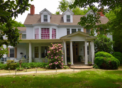 Located in Historic Milton Delaware the Governor's B&B is located near Rehoboth and Lewes Beach. Within walking distance of the village  of Milton and Dogfish Head Brewery. 2 Night Minimum.