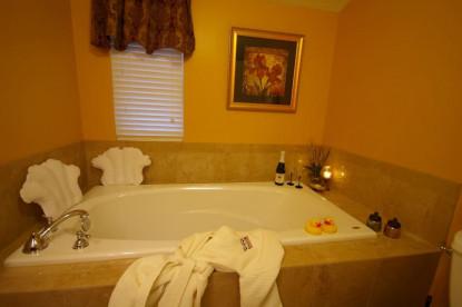 Brookside Mountain Mist Inn, plantation bathroom