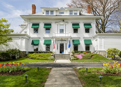 A historic mansion convenient to downtown Greenwich! The Inn is 35 miles from New York City.