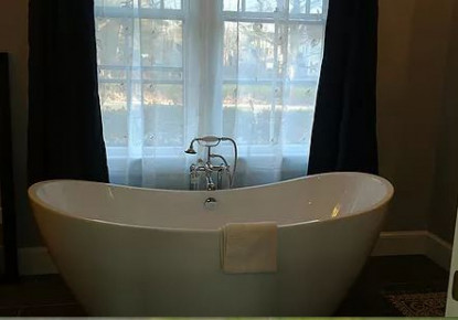 Master Suite bathtub