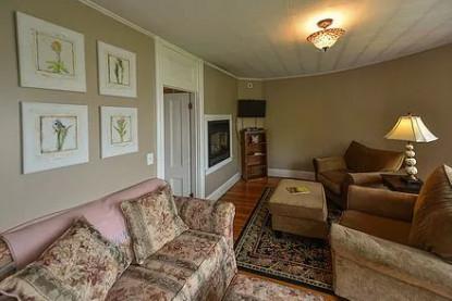 Acadia Suite sitting area