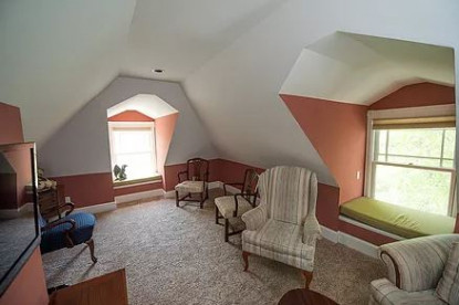 Beehive Suite, sitting area