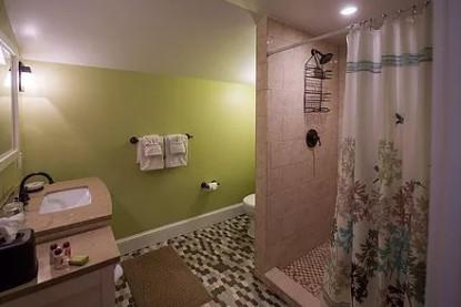 Beehive Suite, bathroom