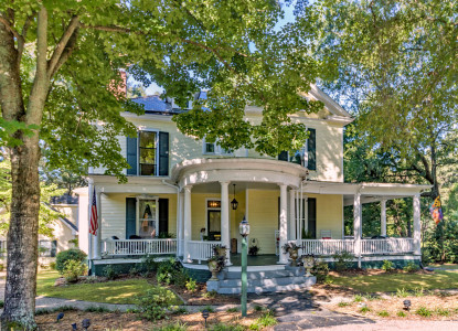 The Ivy is a romantic 1903 Victorian home in historic Warrenton NC; a short walk to downtown antique and specialty shops.