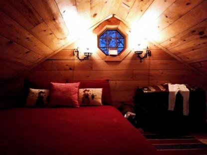 Carraige House loft bed