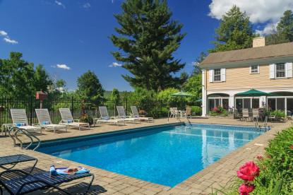 1800 Devonfield Inn, an English Country Estate, pool