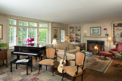 1800 Devonfield Inn, an English Country Estate, living room