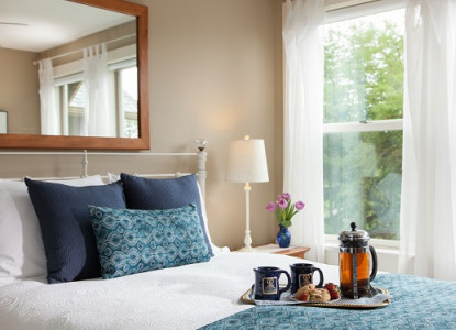 1920 Craftsman style inn located across the street from Green Lake Park, in one of Seattle's most beloved neighborhoods. 5 guest rooms.