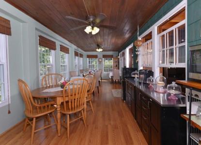 Laurel Springs Lodge Bed and Breakfast - Gatlinburg, Tennessee