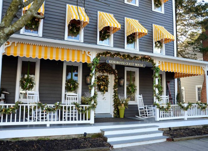 Centrally located in town, within easy walking distance to restaurants, shops, the boardwalk and of course, the beach.