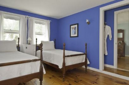 Beehive suite, twin beds