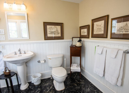 Welcome to the Ann Street Inn!We are located in the heart of Historic Beaufort, NC. Ann Street is renowned for its' charming colonial feel, and is home to the greatest number and concentration of Beaufort's famous plaqued houses