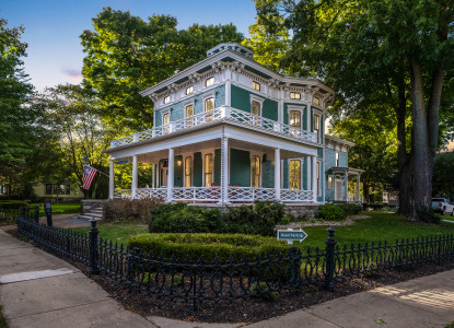 Elegant 6 room bed and breakfast in the heart of historic Allegan, MI. Fireplaces & Jetted Tubs!
