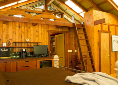 The most distinctive and luxury lodges in Volcano Village, located a mile from the Hawaii Volcanoes National Park.