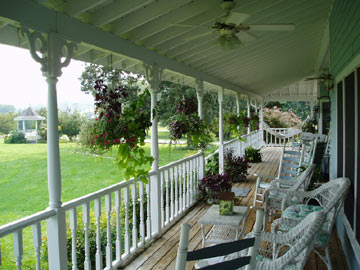 Blue Mountain Mist Country Inn and Cottages Porch
