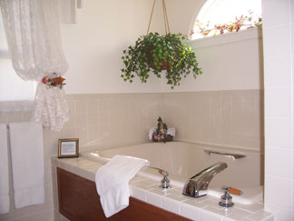 Dutch Colonial Inn Bed and Breakfast Jacuzzi Tub