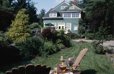 At Cumberland Falls Bed and Breakfast Inn-Award Winning Gardens