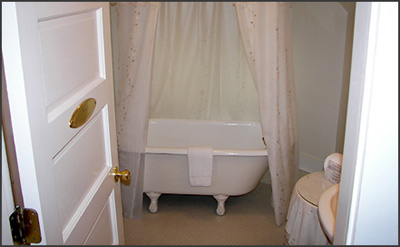 1899 Wright Inn and Carriage House-Romantic Claw Foot Tub