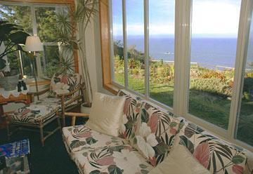 Turtle Rocks Oceanfront Inn-Living Room