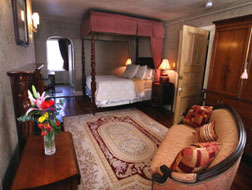 201 Bed and Breakfast, Hall