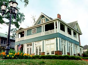 Twenty-four Thirty-nine Fairfield Bed & Breakfast - Shreveport, Louisiana
