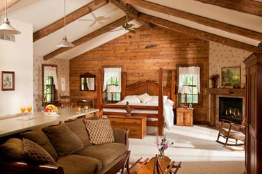Chanticleer Guest House-Tamarack Cabin