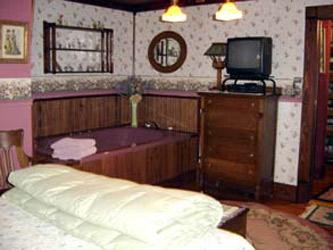 Stay-Inn-Style Bed  Breakfast Boudoir Jacuzzi