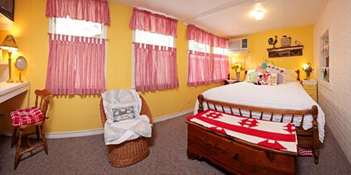 The Lamb's Rest Inn, Two Bedroom Suite