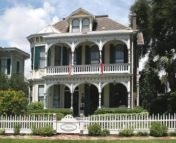 Coppersmith Inn Bed & Breakfast, front view of inn