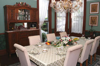 Coppersmith Inn B&B Dining room