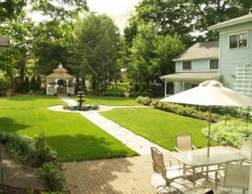 DeLano Mansion Inn Bed & Breakfast, courtyard