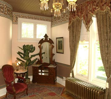 DeLano Manison Bed & Breakfast, Beautiful Antiques