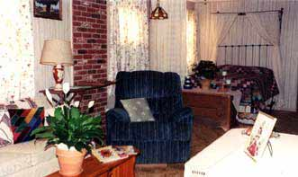 Walnut Acres Bed & Breakfast couch