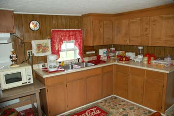 The Enoch's Farm House Inn Bed & Breakfast, the Country Kitchen