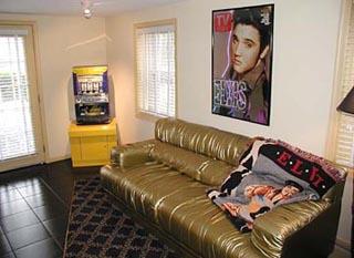 Summer Nites '50's Theme' Bed & Breakfast, Elvis Suite