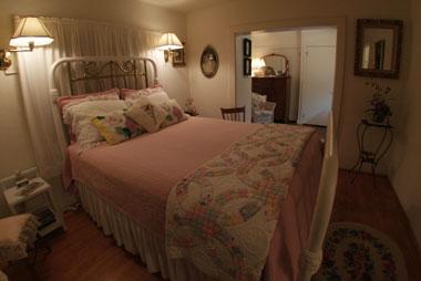 Bay Breeze Bed & Breakfast, Azalea Suite Bedroom