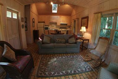 Bay Breeze Bed & Breakfast, Garden Suite Sitting Room